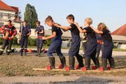 Die Jugendfeuerwehr zeigt, was Teamwork heisst. (Bild: Barbara Hettich)