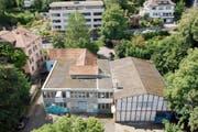 Obdach auf Zeit: Das Rümpeltum zieht in den rechten Gebäudeteil am Magniberg. (Bild: Benjamin Manser)