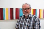 Josef Gnos vor einem seiner Werke in den «Hüetli»-Räumen. (Bild: Romano Cuonz (Sarnen, 28. Juni 2018))
