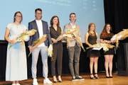 Die besten Absolventen – Vreni Müller, Gianluca Tolino, Alessia Kern, Dominik Allenspach, Michaela Büchel und Kristina Stojanovic – schlossen je mit der Gesamtnote 5,3 ab. (Bild: ASZ)