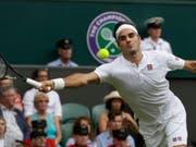 Fast nie in Bedrängnis: Roger Federer zog völlig ohne Probleme in die 2. Runde von Wimbledon ein (Bild: KEYSTONE/AP/KIRSTY WIGGLESWORTH)