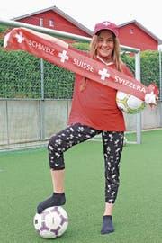 Am Faneinsatz von Katharina Wolfisberg aus Sins liegt es garantiert nicht, dass die Schweizer Nati ausgeschieden ist. (Bild: Cornelia Bisch (Sins, 25. Juni 2018))
