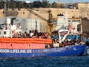 Das Flüchtlingsschiff «Lifeline» im Hafen von Valletta. Archivbild) (Bild: Keystone/EPA/DOMENIC AQUILINA)