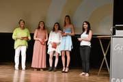 Die besten Absolventinnen: Isabelle Kürsteiner, Leoni Wittmann, Severina Rechsteiner, Stefanie Ehrbar und Lehrerin Yvonne Glanzmann. (Bild: CAL)