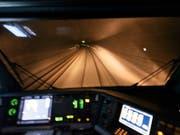 Im Süden des Lötschberg-Basistunnels stehen normalerweise zwei Gleise zur Verfügung - nicht aber am Donnerstagmorgen. (Bild: KEYSTONE/CHRISTIAN BEUTLER)