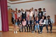 Die Migrantinnen und Migranten mit allen Beteiligten, welche den Kurs «Quartierschule» in den vergangenen fünf Wochen in Kirchberg ermöglichten. (Bild: Beat Lanzendorfer)