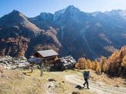 Der alpine Tourismus befindet sich ein einer Krise. Die Schweizerische Arbeitsgemeinschaft für die Berggebiete (SAB) und der Schweizer Tourismusverband (STV) fordern daher eine Task Force auf Bundesebene. (Bild: Keystone/ANTHONY ANEX)