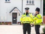 In diesem Haus in Amesbury rund hundert Kilometer westlich von London wurde das Paar am Samstag bewusstlos aufgefunden. (Bild: KEYSTONE/EPA SOUTH WEST NEWS SERVICE/TONY KERSHAW / SWNS)