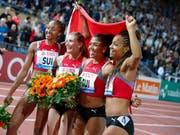 Die Schweizerinnen jubeln an der Athletissima über den Sieg und den Schweizer Rekord (Bild: KEYSTONE/VALENTIN FLAURAUD)