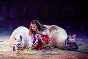 Spielerisch und energisch zugleich: Die siebenjährige Chanel Marie Knie bei ihrer Nummer mit den Lamas. Bild: Katja Stuppia/Circus Knie