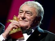 Der französische Regisseur Claude Lanzmann gelangte mit seiner Dokumentation «Shoah» 1985 zu Weltrum; im Februar 2013 wurde er für sein Lebenswerk in Berlin mit dem Goldenen Bären geehrt. Am Donnerstag ist er im Alter von 92 Jahren gestorben. (Bild: KEYSTONE/EPA/SVEN HOPPE)
