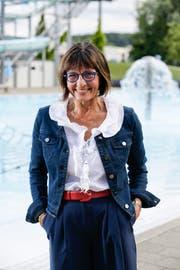 Stadträtin Dorena Raggenbass vor einem Schwimmbecken der Badi Hörnli. (Bild: Donato Caspari)