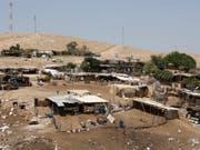 Das Beduinendorf Khan al-Ahmar zwischen Jericho and Jerusalem im Westjordanland. (Bild: KEYSTONE/EPA/ABIR SULTAN)
