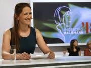 Die Schweizer Autorin Martina Clavadetscher hatte am Donnerstag in Klagenfurt gut lachen: Ihr Beitrag zum Wettlesen um den Bachmannpreis erhielt zwar keine überragenden, aber immerhin wohlwollende Kritiken. (Bild: Keystone/APA/APA/GERT EGGENBERGER)