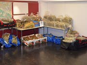 Die Stadtpolizei Zürich entdeckte 331 Kilogramm Cannabisprodukte mit einem Verkaufswert von über 1,5 Millionen Franken. Der Grossteil davon war in zwei Autos versteckt. (Bild: Stadtpolizei Zürich)
