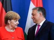 Angela Merkel und Viktor Orban am Donnerstag in Berlin. (Bild: Keystone/EPA/FILIP SINGER)