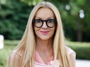 Die für die Schweiz startende deutsche Bachmannpreis-Bewerberin Corinna T. Sievers versuchte am Freitag, die Jury mit einer Geschichte über eine sexsüchtige Zahnärztin zu provozieren. Das Gremium gab sich abgebrüht. (zVg ORF) (Bild: Pressebild ORF)