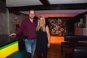 Cindy Walzer und ihr Partner Stefan Ochsner haben die Face-Bar eigenhändig umgebaut. Bild: KER