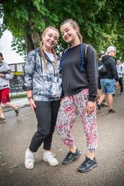 Justine und Lucie Meier finden ihre zwei Zöpfe cool und praktisch.