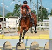Linus Hanselmann mit For Me von Wichenstein. Das Pferd, mit dem er an der EM in Fontainebleau an den Start geht, hat den gleichen Jahrgang wie er: 2004. (Bild: Bilder: Remo Zollinger)