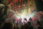 Züri West – diese Band ist Kommerz. Oder doch Kunst? Die Schüür müsste dies künftig klar trennen, um teilweise steuerbefreit zu werden. (Bild: Roger Grütter (Luzern, 16. Oktober 2017))