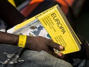 Auf ihrem Weg nach Europa wählen Flüchtlinge und andere Migranten aus Afrika zunehmend eine Route über Spanien. (Bild: KEYSTONE/AP/OLMO CALVO)