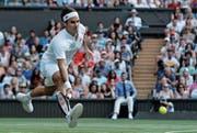 Roger Federer: «Ich bin sehr zufrieden mit dieser ersten Woche.» (Bild: Ben Curtis/AP (London, 6. Juli 2018)