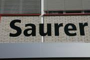 Saure Mienen bei Saurer: Die Rentner nehmen den Entscheid der Stiftungsaufsicht nicht hin. Archivbild: Trix Niederau (17.10.2006)