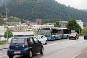 Fahrzeug des Busbetriebs Lichtensteig-Wattwil-Ebnat-Kappel an der Haltestelle Rietwis. (Bild: Martin Knoepfel)