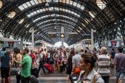 Milano Centrale: Schwierig, das richtige Gleis zu finden. (Bild: Christian Beutler/KEYSTONE)