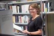 Karin Sutter leitet die Bibliothek Teufen, in der sich über 1 (Bild: Bruno Eisenhut)