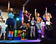 Die Abschlussklassen begeisterten die Zuschauer mit Tanz, Gesang und Schauspiel (Bild: Christoph Heer