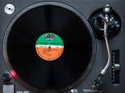 Die Platten, mit denen der Ex-DJ sein Geld verdiente, wurden ihm letztlich zum Verhängnis. (Bild: KEYSTONE/PETER KLAUNZER)