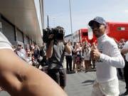Ein strahlender Lewis Hamilton eroberte seine 76. Pole-Position (Bild: KEYSTONE/AP/LUCA BRUNO)