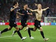 Jubel der Kroaten, die im WM-Halbfinal am kommenden Mittwoch auf England treffen (Bild: KEYSTONE/EPA/FRIEDEMANN VOGEL)