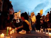 Tausende zündeten in Kolumbien Kerzen an gegen die Ermordungen von Menschenrechtsaktivisten. (Bild: Keystone/EPA EFE/LEONARDO MUNOZ)