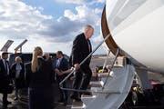 Bundesrat Johann Schneider-Ammann fliegt am Sonntag , begleitet von einer Wirtschaftsdelegation, nach Zentralasien. (Bild: Anthony Anex/Keystone)