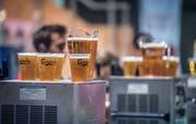 Damit das Bier in den Becher fliesst, braucht es Kohlendioxid. (Bild: Andrea Stalder)