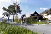 Eine Initiative fordert ein durchgehendes Netz für Velofahrer durch den Kanton Zug. Bild: Werner Schelbert (Zug, 17. April 2018)