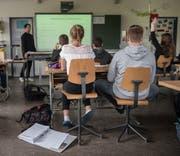 Die Übernahme der Kosten für die Volksschule ist bei der Aufgaben- und Finanzreform 18 stark umstritten. (Symbolbild: Boris Bürgisser)