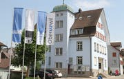 Das Gemeindehaus an der Flawilerstrasse hat einen neuen Anstrich erhalten. Die Farbe Blau dominiert das markante Gebäude. (Bilder: Philipp Stutz)