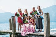 Die neue Rosenkönigin Fabien Joller (Mitte) mit den Rosenprinzessinnen Nicole Meister, Jasmine Michel, Erit van der Bank und Marina Glaninger (von links). (Bild: Roger Grütter, Weggis, 8. Juli 2018)