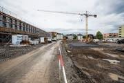 Beim Aushub für den Bau des Stadions Kleinfeld in Kriens stiess man auf eine Schadstoff-Deponie. Deshalb verzögert sich die Eröffnung um mehrere Wochen. (Bild: Manuela Jans-Koch, 5. Juli 2018)