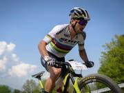 Nino Schurter fährt im Trentino alleine vorne weg (Bild: KEYSTONE/GIAN EHRENZELLER)