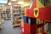 Die Kantonsbibliothek Uri ist bei den Urnern beliebt. Den Grossteil der Ausleihen machen mit knapp 130'000 Stück noch immer die Bücher aus. (Bild: Carmen Epp, Altdorf, 11. Juli 2017)