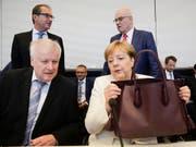 Der deutsche Innenminister Horst Seehofer lag mit Kanzlerin Angela Merkel in der Asylpolitik im Clinch. (Bild: KEYSTONE/AP/MARKUS SCHREIBER)