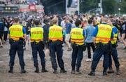 Eine Polizeipatrouille auf dem Frauenfelder Festivalgelände. (Bild: Reto Martin)