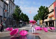Noch einmal wird die Obere Bahnhofstrasse in Wil gereinigt. Das Kunstnetzwerk Ohm41 hat der Fussgängerzone mit 27 Veranstaltungen Leben eingehaucht.