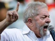 Wegen Korruption sitzt der frühere brasilianische Ex-Präsident Luiz Inacio Lula da Silva seit April im Gefängnis. (Bild: KEYSTONE/AP/ERALDO PERES)