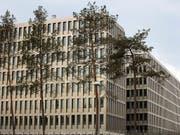 BND-Hauptsitz in Berlin. Der deutsche Nachrichtendienst hat auch rund ein Dutzend Niederlassungen von Schweizer Firmen in Österreich abgehört. (Bild: KEYSTONE/AP/MARKUS SCHREIBER)